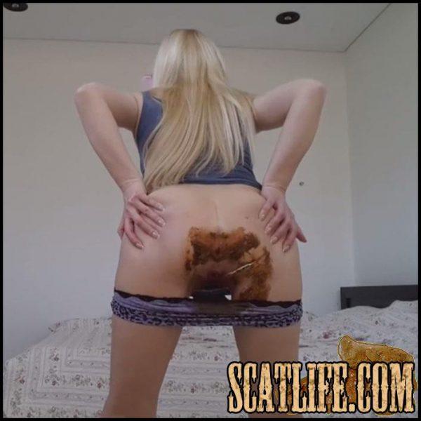 blonde-shitting-porn