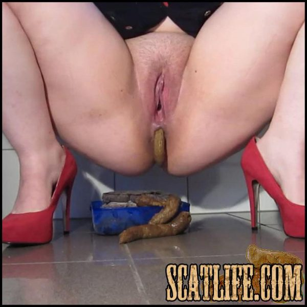 Red Shoes And a Big Pile of Shit – Full HD 1080 (Scat Solo, kaviar scat, pooping girls, shitting girls) 11/05/2017